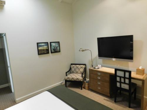 A television and/or entertainment centre at Brentwood Inn