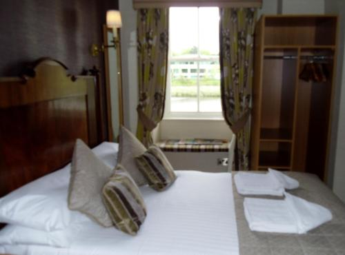 A bed or beds in a room at Wagon & Horses