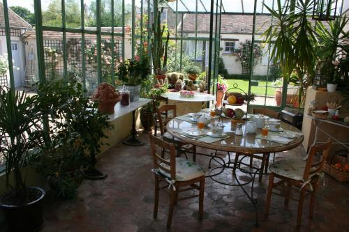 A restaurant or other place to eat at Clos Saint Nicolas