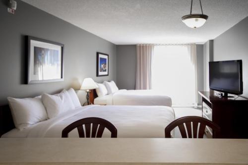 Cama ou camas em um quarto em Hotel Faubourg Montreal Centre-Ville Downtown