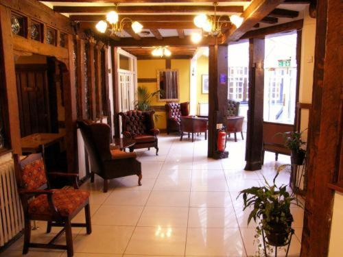 The lobby or reception area at Talbot Hotel