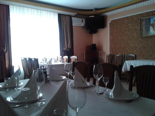 A restaurant or other place to eat at Hotel Fiyesta