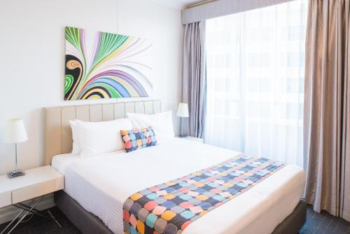 A bed or beds in a room at Seasons Harbour Plaza