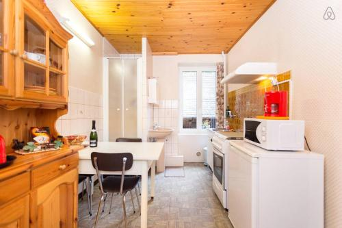 A kitchen or kitchenette at Appartement à Munster