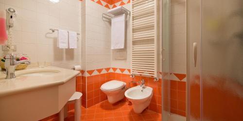 A bathroom at Hotel Cristallo