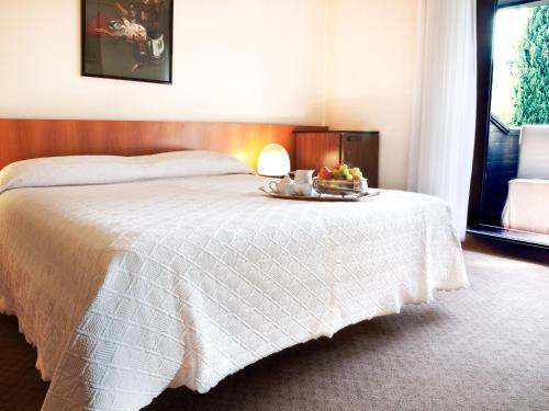 A bed or beds in a room at Hotel Due Mori