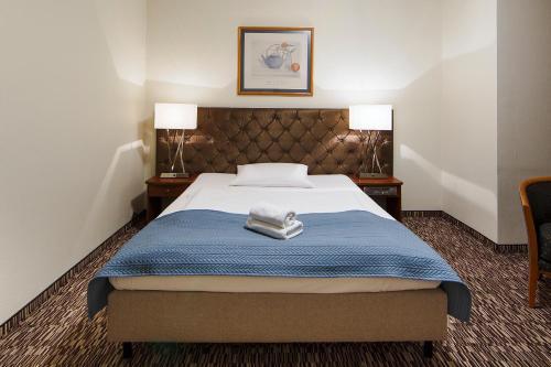 Łóżko lub łóżka w pokoju w obiekcie Hotel Gryf