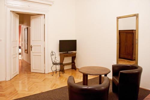 A television and/or entertainment center at Apartament Broadway