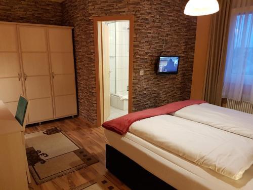Ein Bett oder Betten in einem Zimmer der Unterkunft Legend Hotel