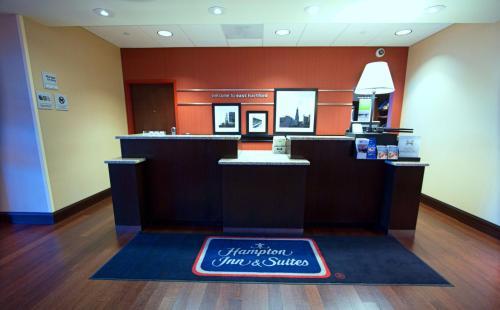 The lobby or reception area at Hampton Inn & Suites East Hartford