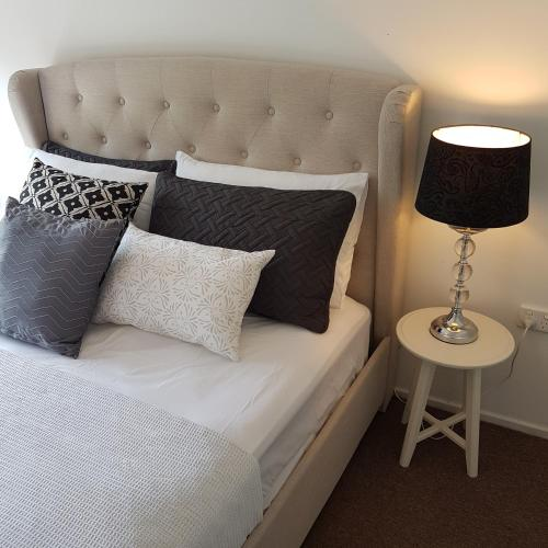 A bed or beds in a room at Belle in bowral