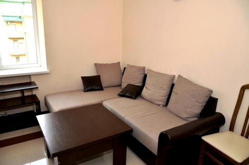 A seating area at Apartments RING Zheleznovodsk