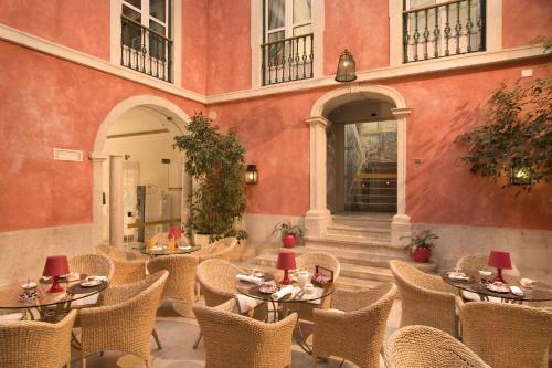 Un restaurante o sitio para comer en Hotel Real Palacio