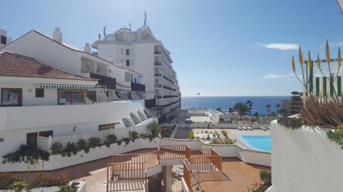 Vista de la piscina de Ocean View Royal Studio o alrededores