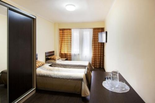 Кровать или кровати в номере Tsaghkahovit Hotel