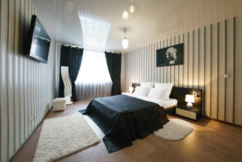 Кровать или кровати в номере PaulMarie Apartments on Pushkina