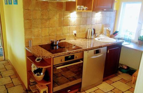 Kuchnia lub aneks kuchenny w obiekcie Słoneczne apartamenty