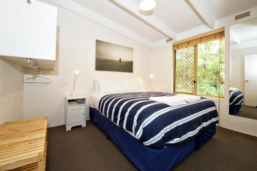 A bed or beds in a room at Peppermint Brook Cottages