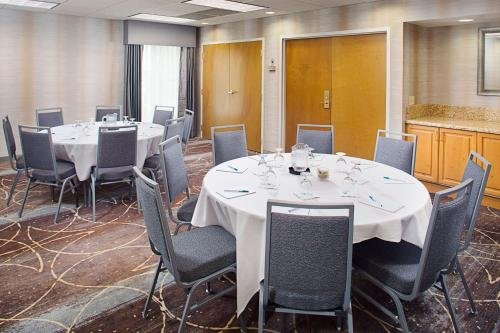 A restaurant or other place to eat at Homewood Suites by Hilton Colorado Springs-North