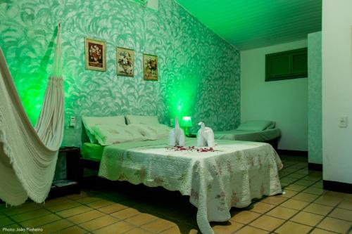 A bed or beds in a room at Pousada Estrela do Oriente