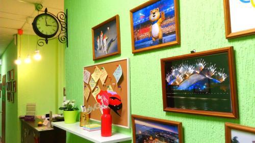 Телевизор и/или развлекательный центр в Новый Хостел Сочи
