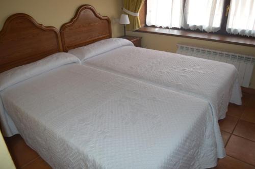 Cama o camas de una habitación en Hostal Revinuesa