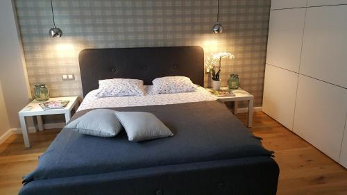 Łóżko lub łóżka w pokoju w obiekcie White Orchid