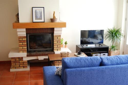 A television and/or entertainment centre at Hakuna Matata Hostel