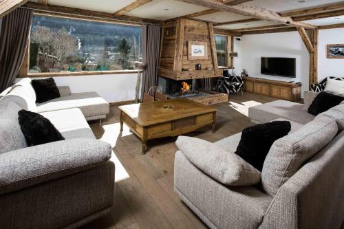 A seating area at Chalet Martinique - Chamonix All Year