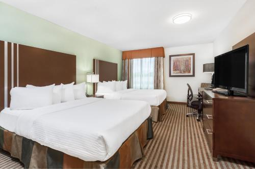 A bed or beds in a room at Ramada by Wyndham Carlyle