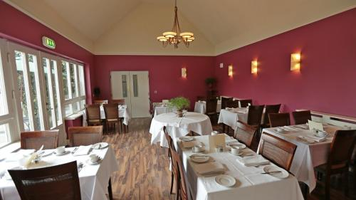 A restaurant or other place to eat at Rosquil House B&B