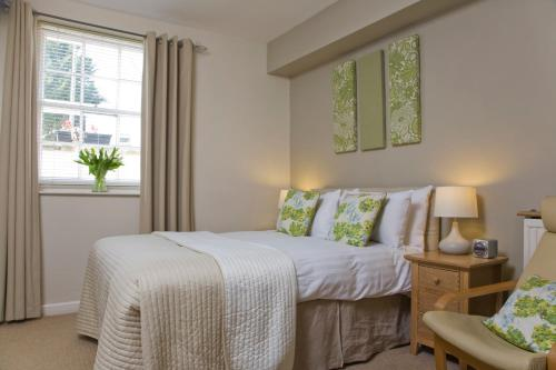 A bed or beds in a room at The Cheltenham Townhouse & Apartments