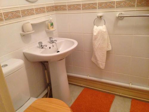 A bathroom at Westgrange House Bed & Breakfast
