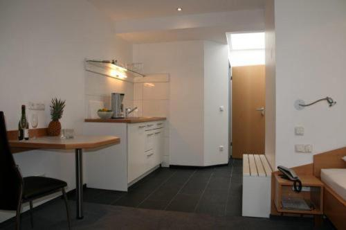 A kitchen or kitchenette at Apartment-Haus