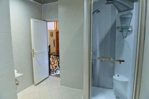 Um banheiro em Baku Home Hostel