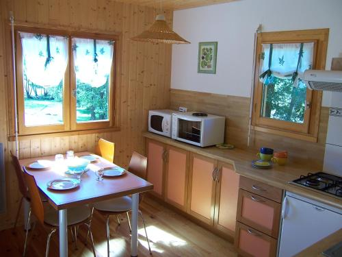 A kitchen or kitchenette at Les Feuillantines