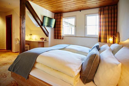 Ein Bett oder Betten in einem Zimmer der Unterkunft Steinbergs Wildewiese NaturHotel