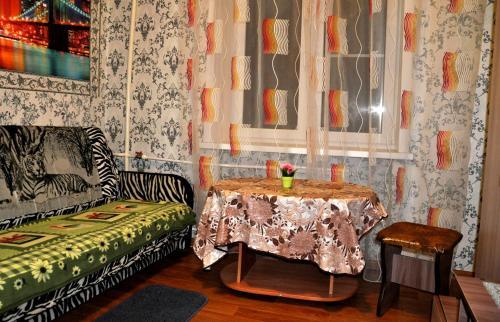 A seating area at Apartments at Serafimovicha 30