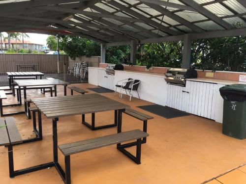 A restaurant or other place to eat at Tuncurry Beach Motel