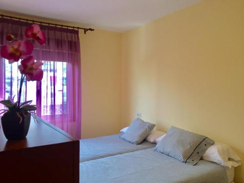 A bed or beds in a room at Residencial Tazacorte Luxe