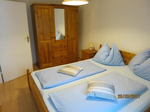 A bed or beds in a room at Ferienwohnungen Kremsbrucker