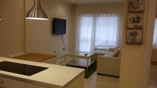 Una televisión o centro de entretenimiento en Apartamento Peregrina VUT-PO-03908