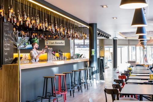 Salon ou bar de l'établissement Novotel Lille Centre Gares