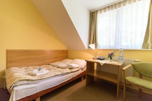 Łóżko lub łóżka w pokoju w obiekcie Hostel Wieżyca