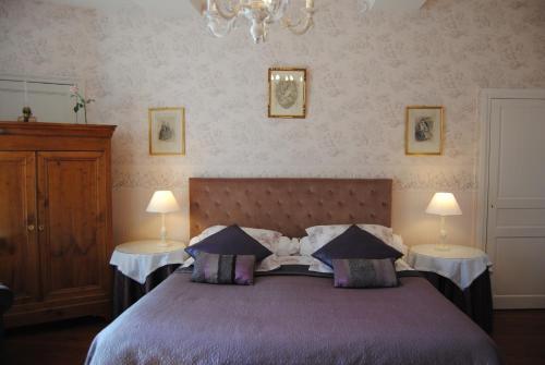 Un ou plusieurs lits dans un hébergement de l'établissement Hotel Particulier de Sainte Croix