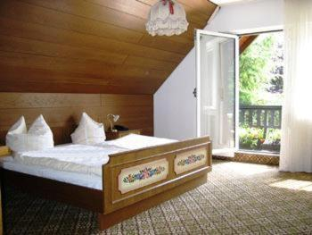 A bed or beds in a room at Landhaus im Grund