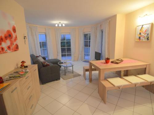 Ein Sitzbereich in der Unterkunft Modern Apartment in Mechernich Eifel near Forest