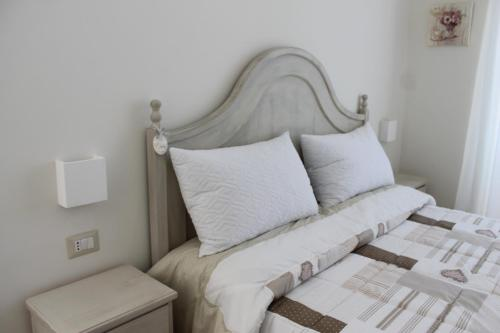 A bed or beds in a room at B&B Paura