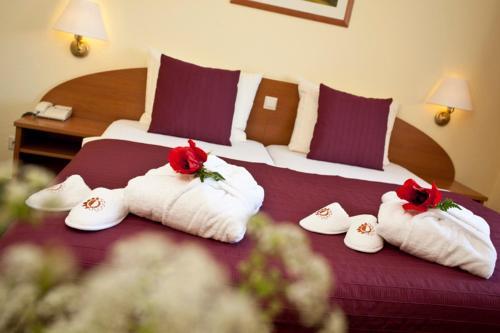 Ein Bett oder Betten in einem Zimmer der Unterkunft Nationalparkhotel Kranichrast