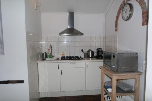Een keuken of kitchenette bij Smederij aan Zee
